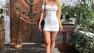 blonde en petite robe courte