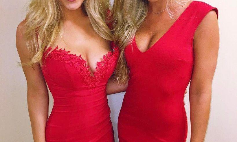 deux copines en robe rouge