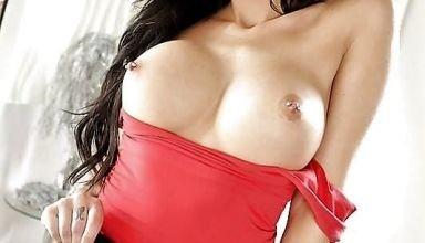 Jaclyn Taylor, brune aux gros seins