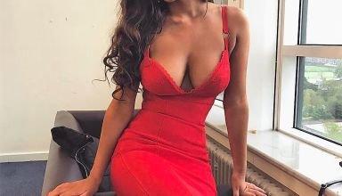 belle brune en robe rouge sexy